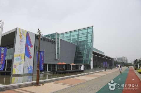 記念式典が行われる予定だった京畿道美術館