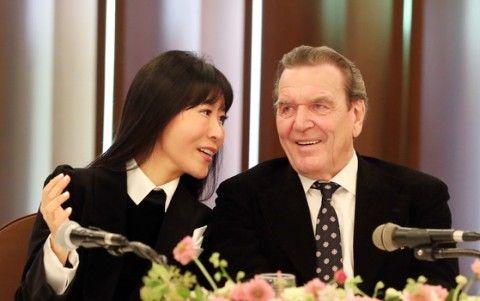 バ韓国塵と結婚するシュレーダー前独首相