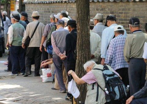 バ韓国で高齢のタクシー運転手が急増中