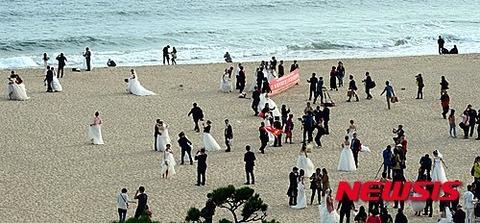 なんともみすぼらしい結婚式だことwwww