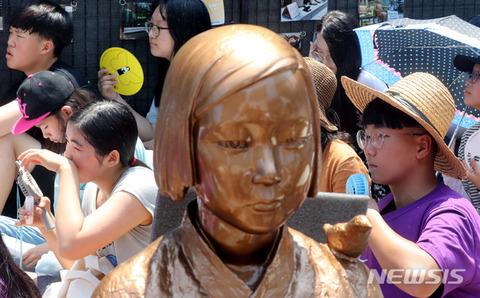 猛暑の中でも反日デモを行うバ韓国塵ども