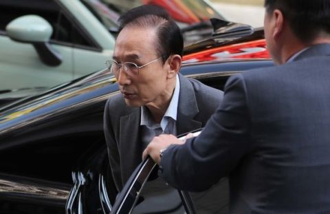 醜く禿げ散らかしてるバ韓国元大統領の李明博