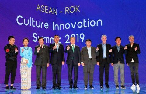ASEANの外交で支持率を回復したバ韓国の文大統領