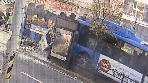 バ韓国・ソウルで路線バスが暴走