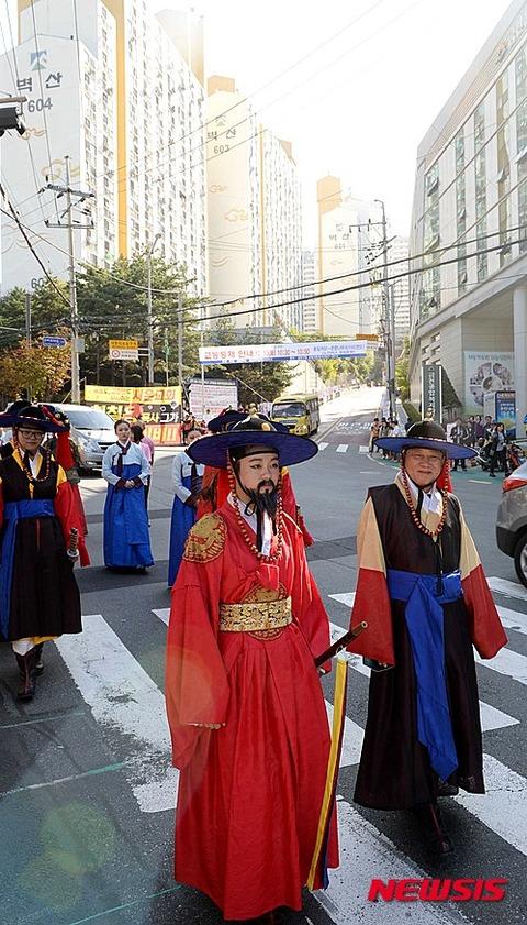 バ韓国の不細工女子高生www