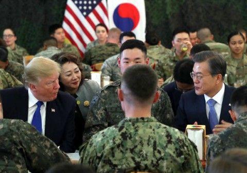 バ韓国塵をゴキブリのように見るトランプ大統領