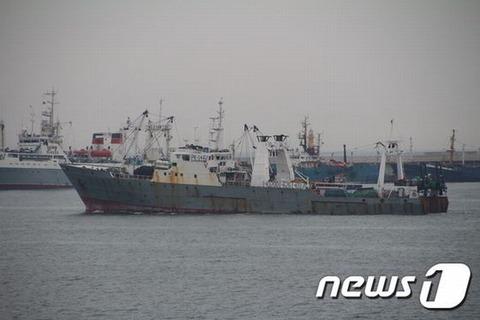 漁船の沈没で遺族どもが発火中