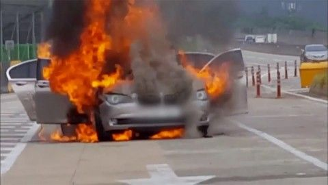 バ韓国のあちこちで炎上しているBMW車