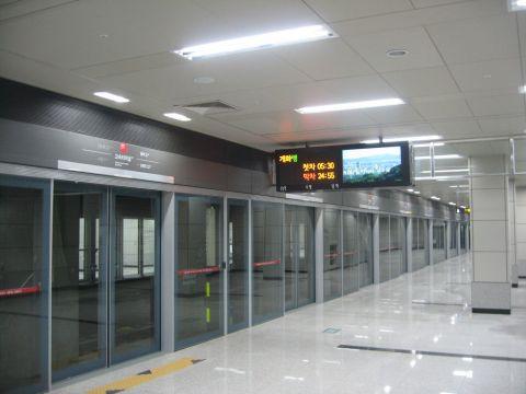 ソウル地下鉄で乗客が指を切断!!
