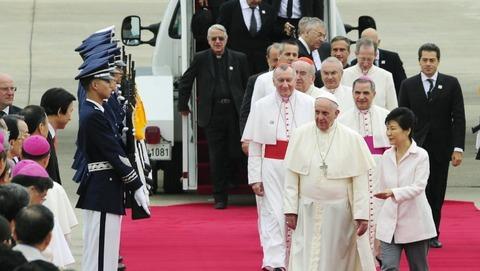 穢れの地に立つローマ法王