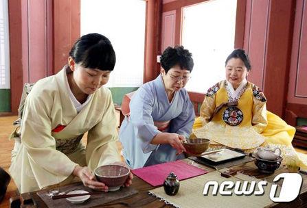 バ韓国で茶礼体験に参加する自称・日本人wwww