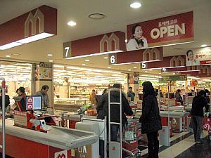 韓国の大型スーパーのレジ