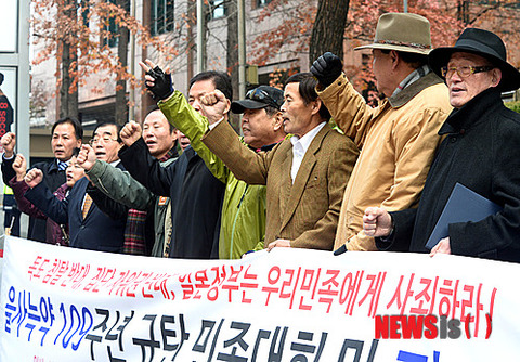 ソウルの日本大使館前で吠える屑ども