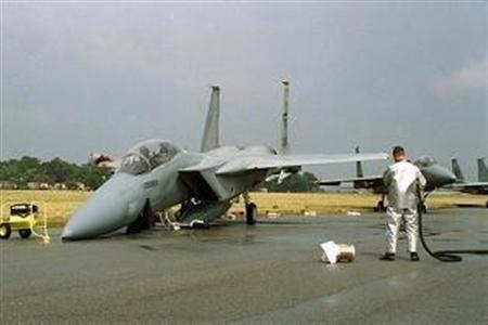 地上を滑走中にミサイルを落とすのが韓国空軍