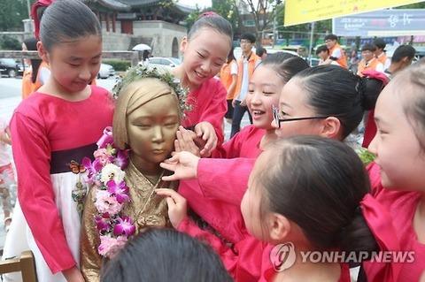 売春婦像にあやかろうとするバ韓国塵のメス餓鬼ども