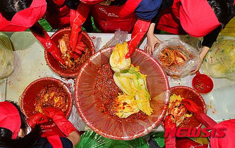 大腸菌と汗と唾液まみれのバ韓国製キムチ