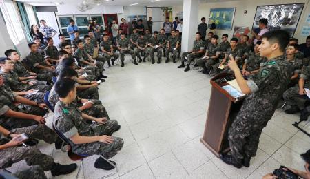 バ韓国軍の兵士はキチガイで構成されている