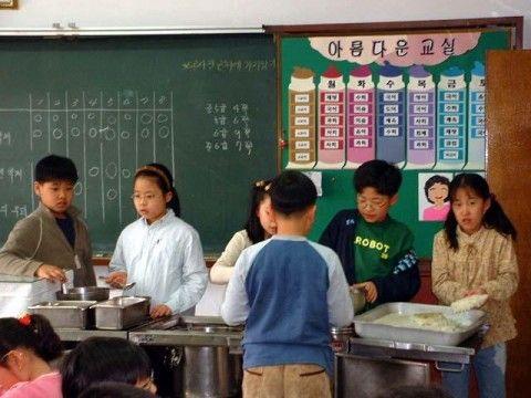 バ韓国の小学校はキチガイ養成所