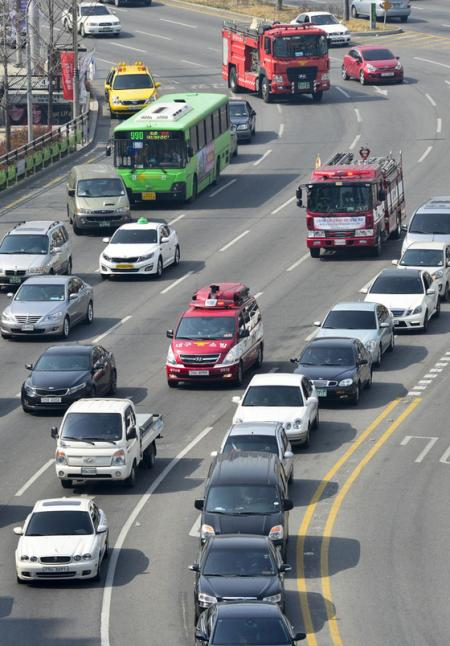 緊急車両に道を譲らないのがバ韓国塵の習性です