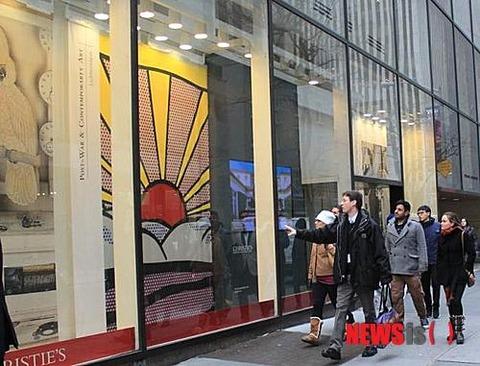 NYのクリスティーズのポスターが戦犯旗に見えてしまうのが韓国塵