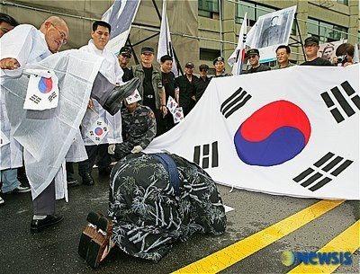 天皇に土下座させることがバ韓国流の友好wwww