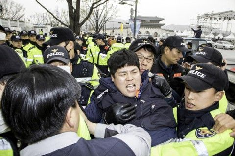 警察官も市民も全匹犯罪者のバ韓国
