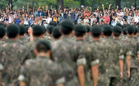 イジメられて死んでいく韓国軍の新兵
