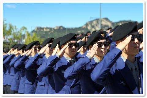 顔を隠してレイプするのがバ韓国の警察官流