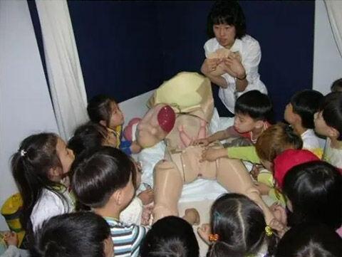 幼稚園児にレイプの手ほどきをするバ韓国