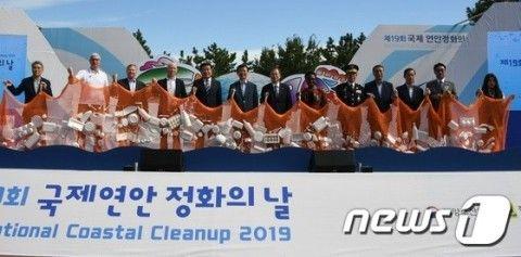 自治体が海岸にゴミをばら撒いてイベント。これがバ韓国