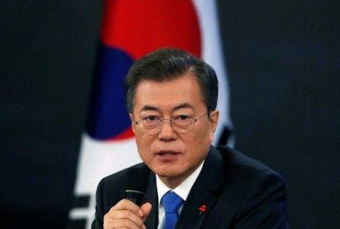 支持率が半分以下になったバ韓国・文大統領
