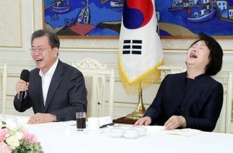 国民がコロナで死んでも高笑いのバ韓国・文在寅