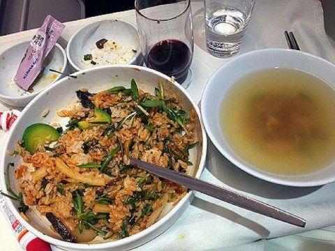 大韓航空の乗務員の食事は客の食べ残し