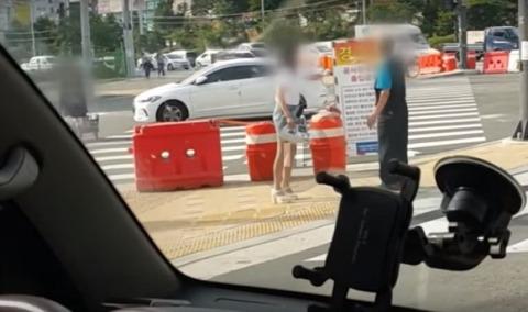 見られたとイチャモンつけて暴行するバ韓国のメス