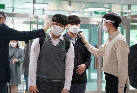 バ韓国の高校でも新型コロナが拡散しそうwww