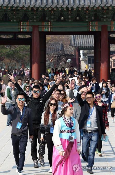 バ韓国旅行を楽しむ中国の会社員ども