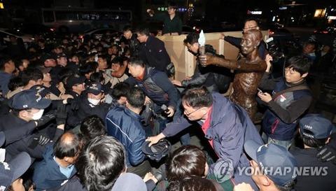 ウンコ像騒動に揺れたバ韓国