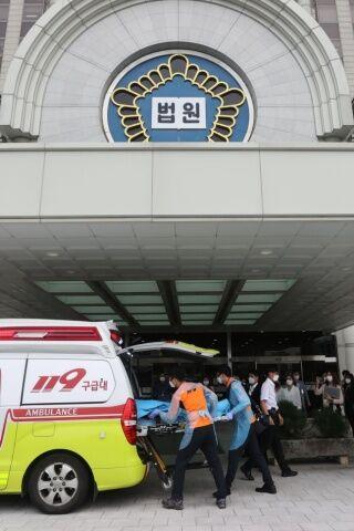 緊急搬送されるバ韓国のチョン・ギョンシム