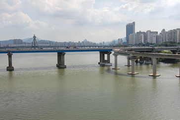 学生2匹が自殺を試みた広津橋