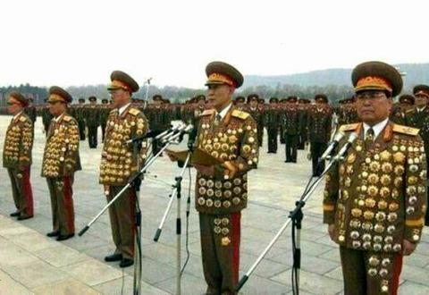 全身フジツボみたいな北チョンの軍高官