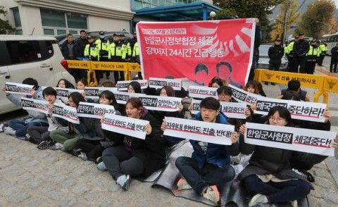 日韓軍事協定に反対するバ韓国塵ども