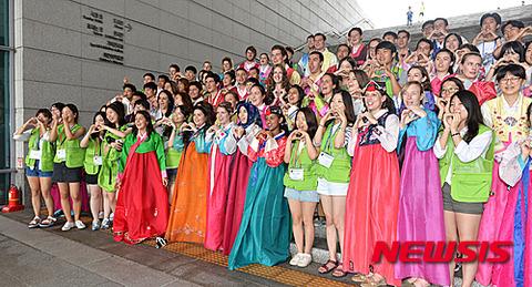 静電気で今にも着火しそうなバ韓国伝統衣装www