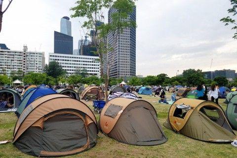 テントに占拠されているバ韓国の公園