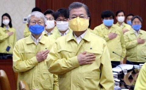 バ韓国の馬鹿が馬鹿みたいなマスクを着用ww
