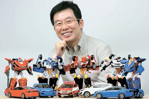 パクり玩具を得意げに披露するキチガイ韓国塵