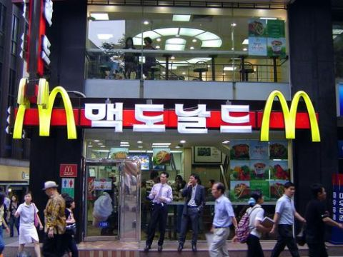 バ韓国のハンバーガーは大腸菌まみれ