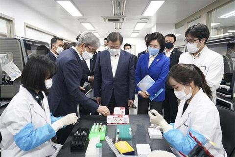 バ韓国製診断キットを見学するキチガイ文
