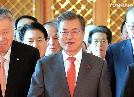 支持率下落中のバ韓国・文在寅大統領