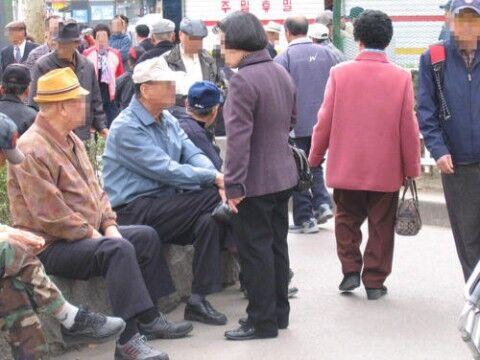 バ韓国塵は高齢者になっても売春に精を出す