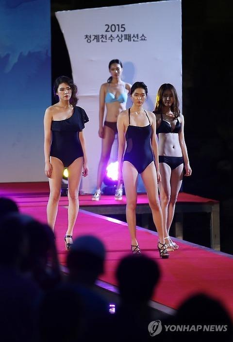 化け物どもによるバ韓国のファッションショー